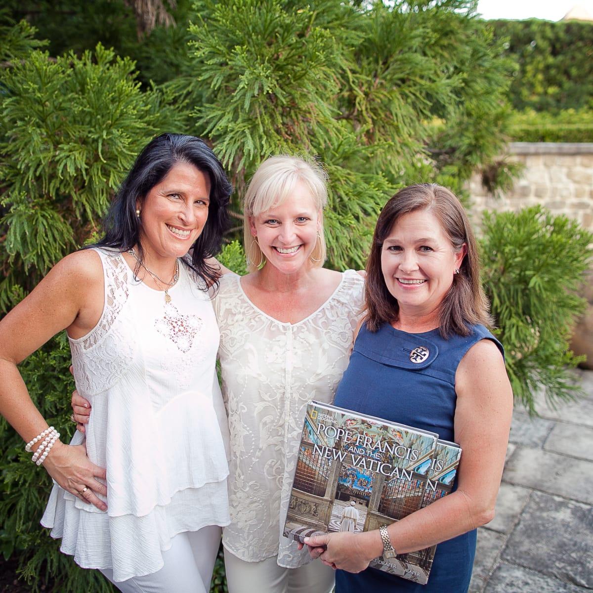 Houston, Robert Draper book signing, September 2015, Chrissy Demeris, Lizzie Sullivan and Mundi Elam