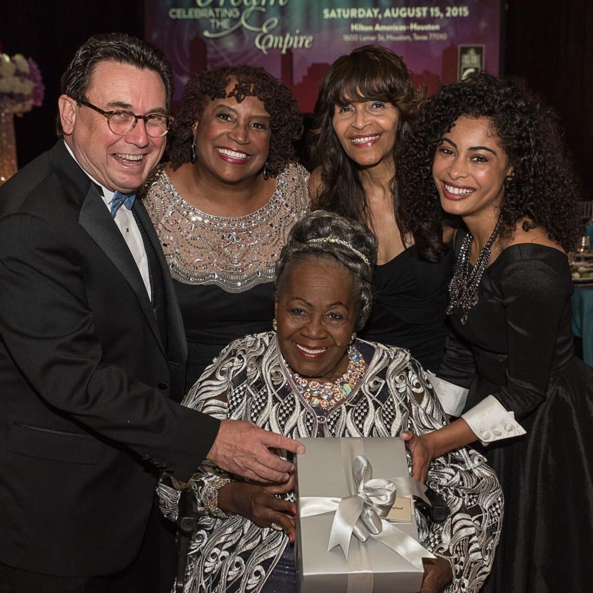News, Shelby, Ensemble Theatre gala, Aug. 2015, Dan Domeracki, Eileen Morris, Janette Cosley, Katlynn Simone, seated Irma P. Hall
