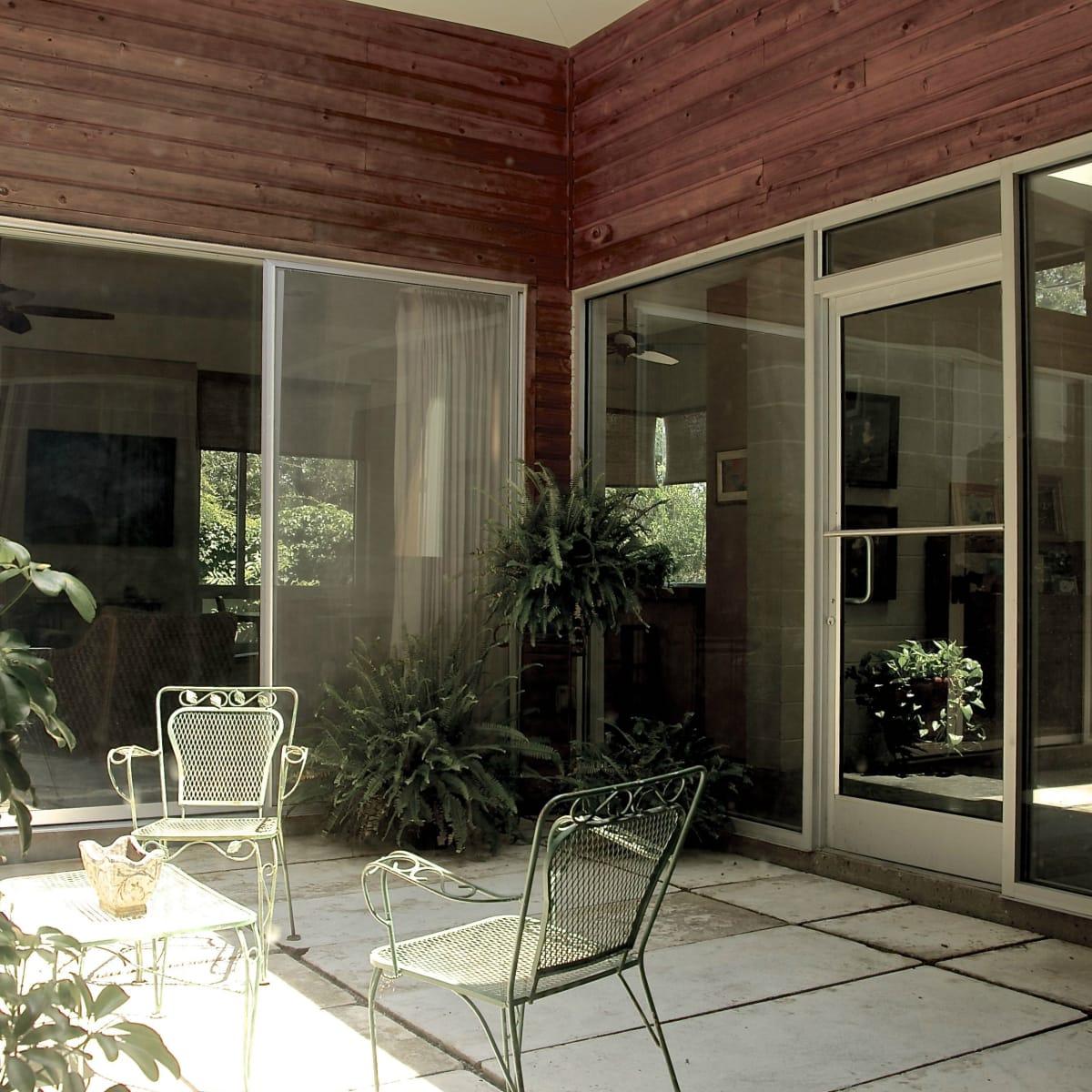 Austin home house 1011 E. 15th St. 78702 2015 courtyard