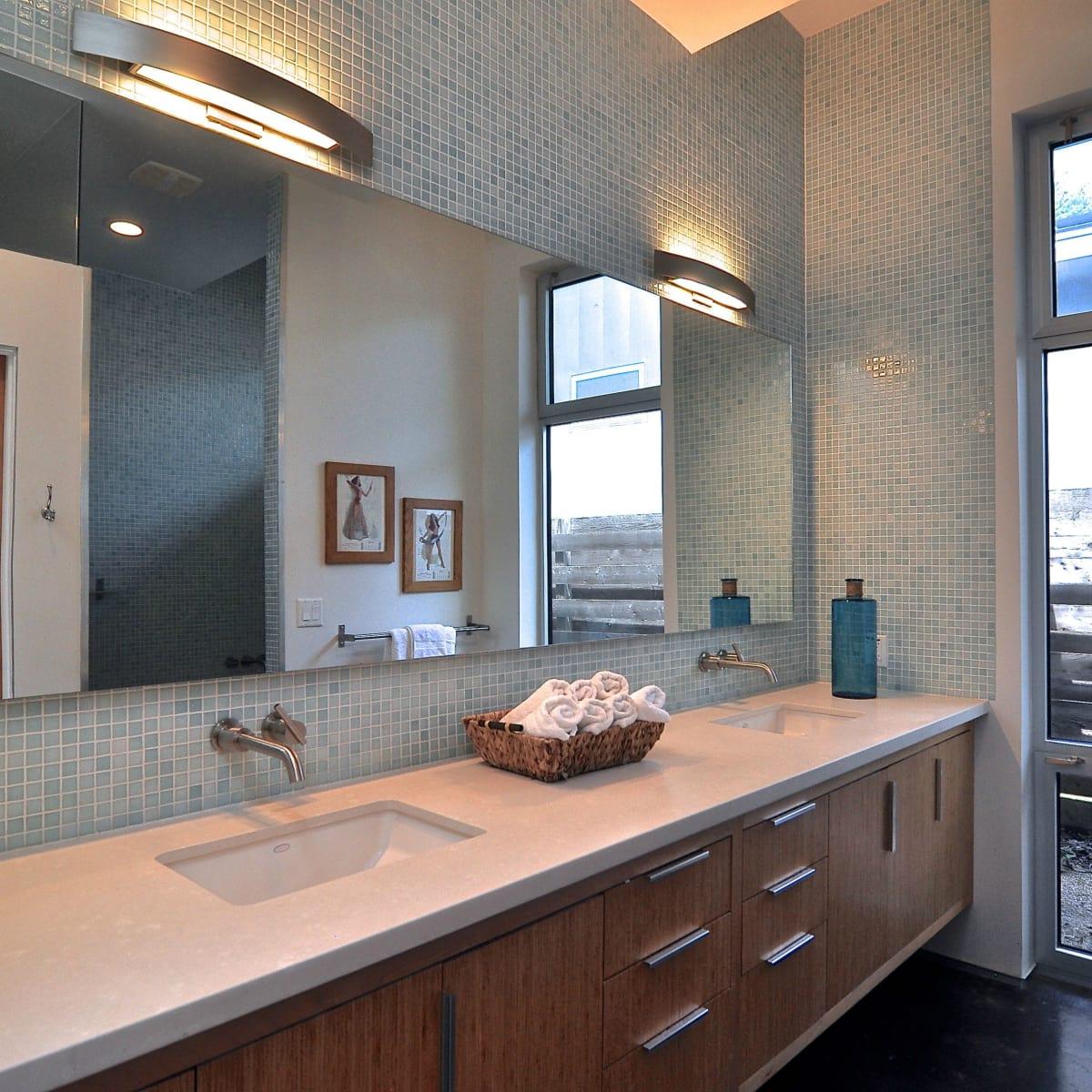 Austin home house 1011 E. 15th St. 78702 2015 master bathroom