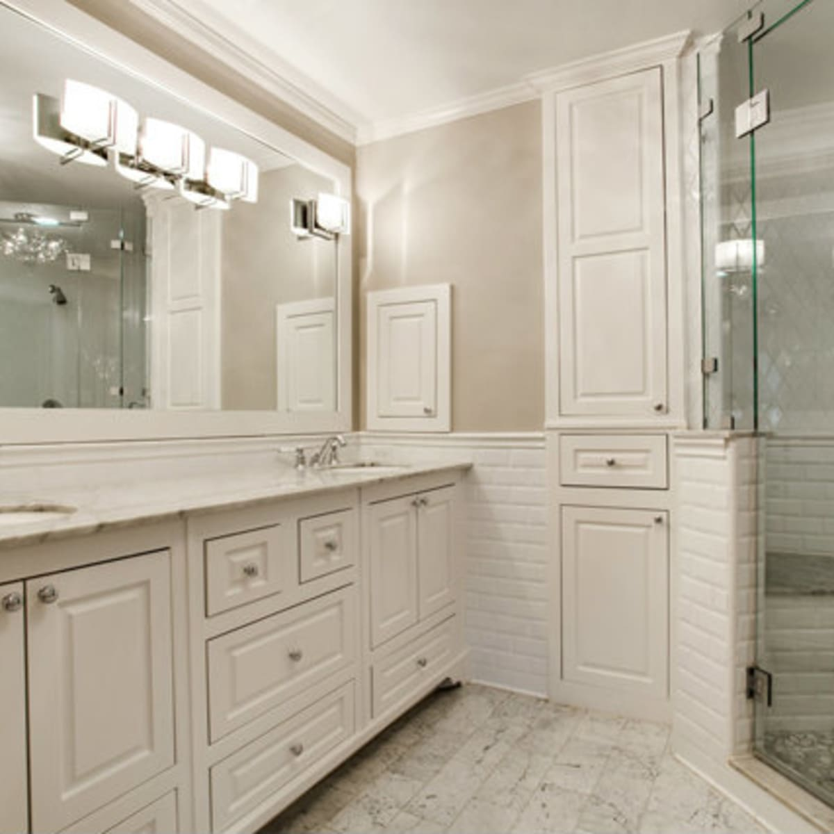 Master bathroom at 811 Monte Vista Dr. in Dallas