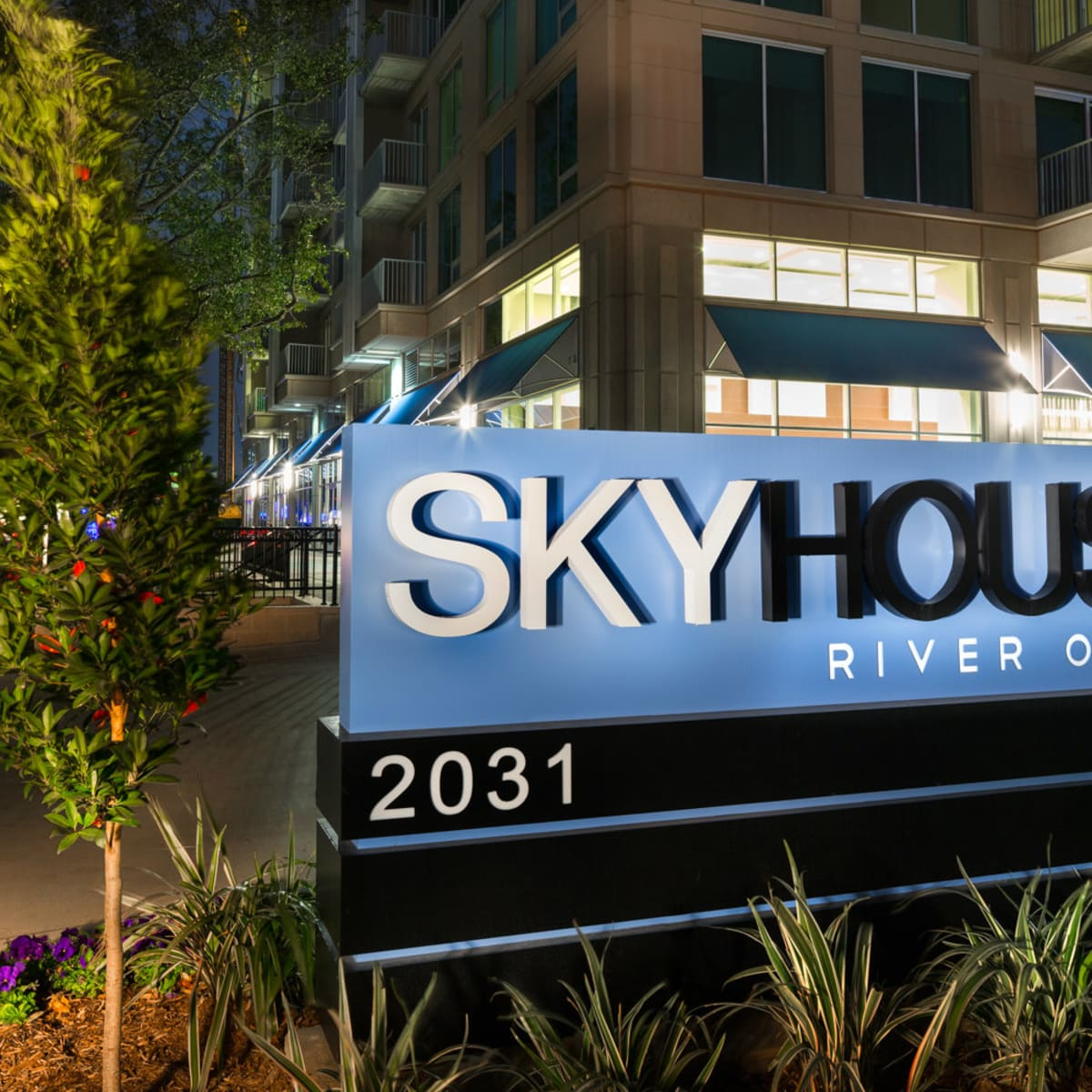 SkyHouse River Oaks