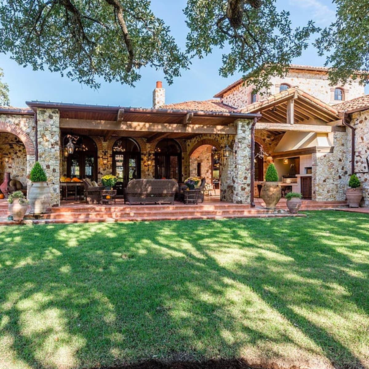 Mandola's estate in Austin exterior