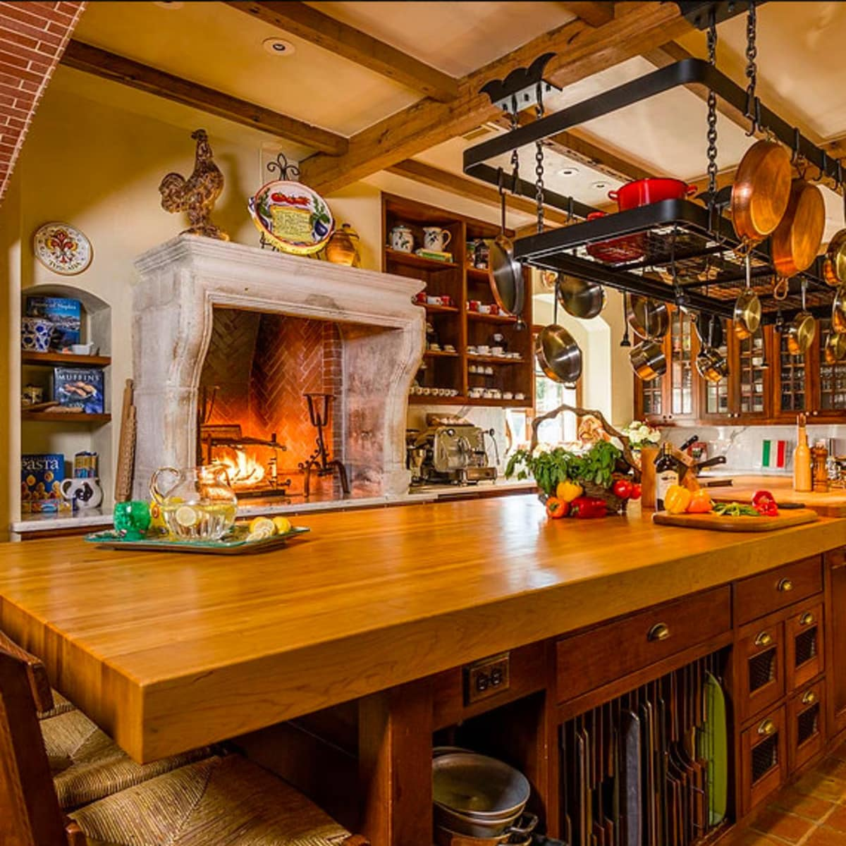 Mandola's estate in Austin kitchen