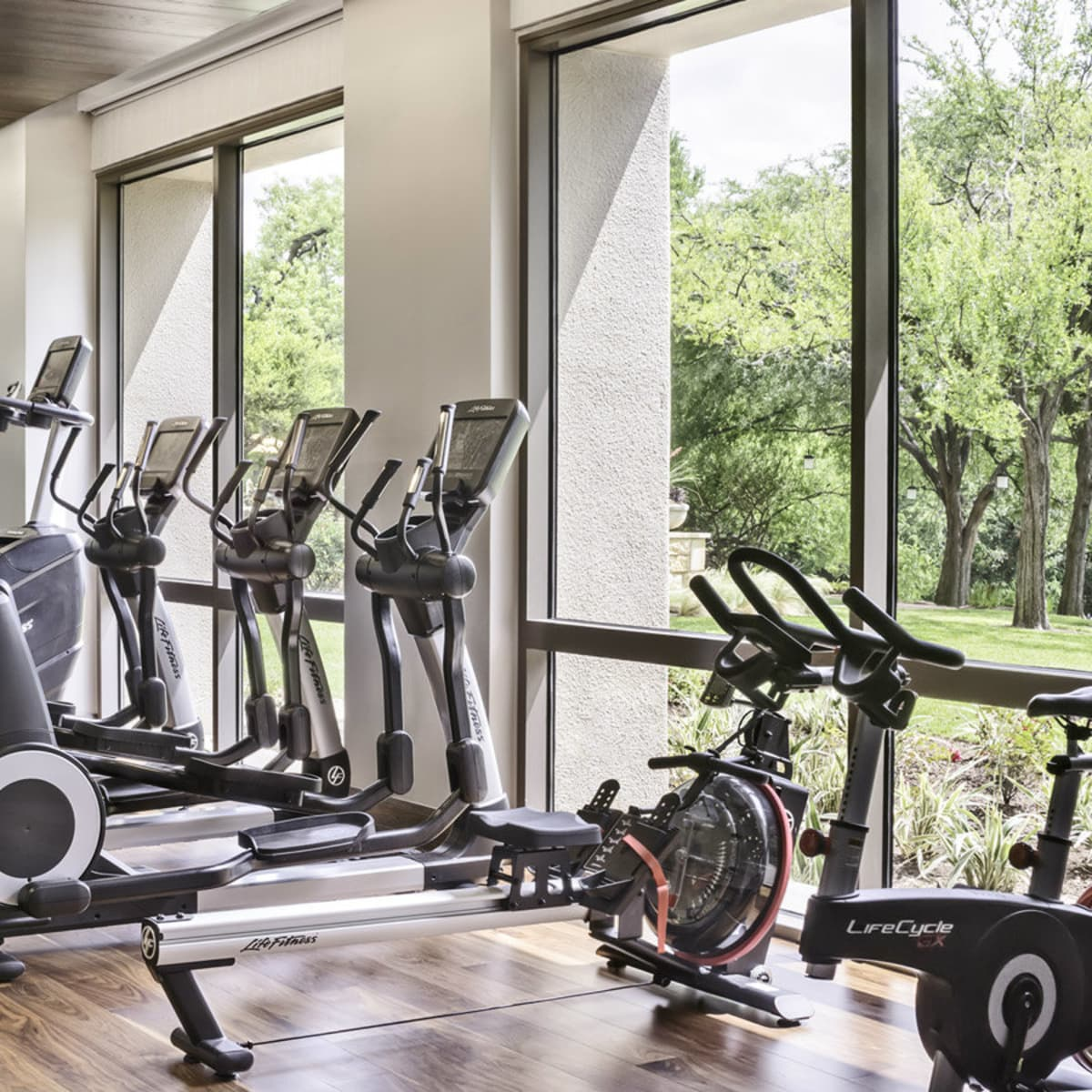Four Seasons Austin fitness room