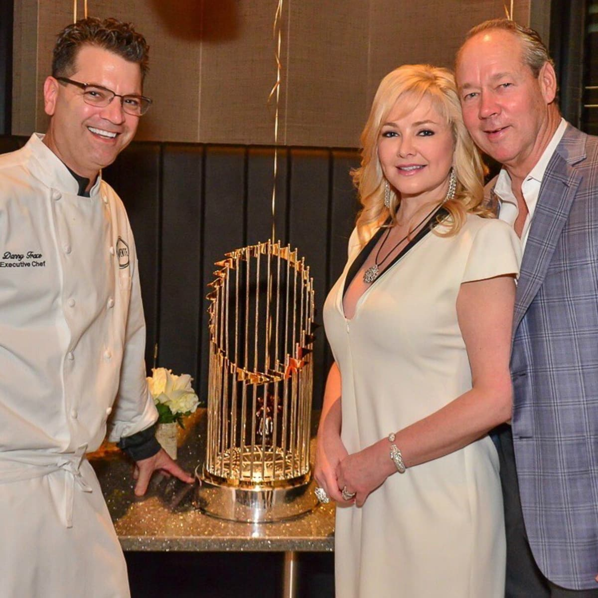 Houston - Jim Crane - Houston Astros - World Series trophy - Potente