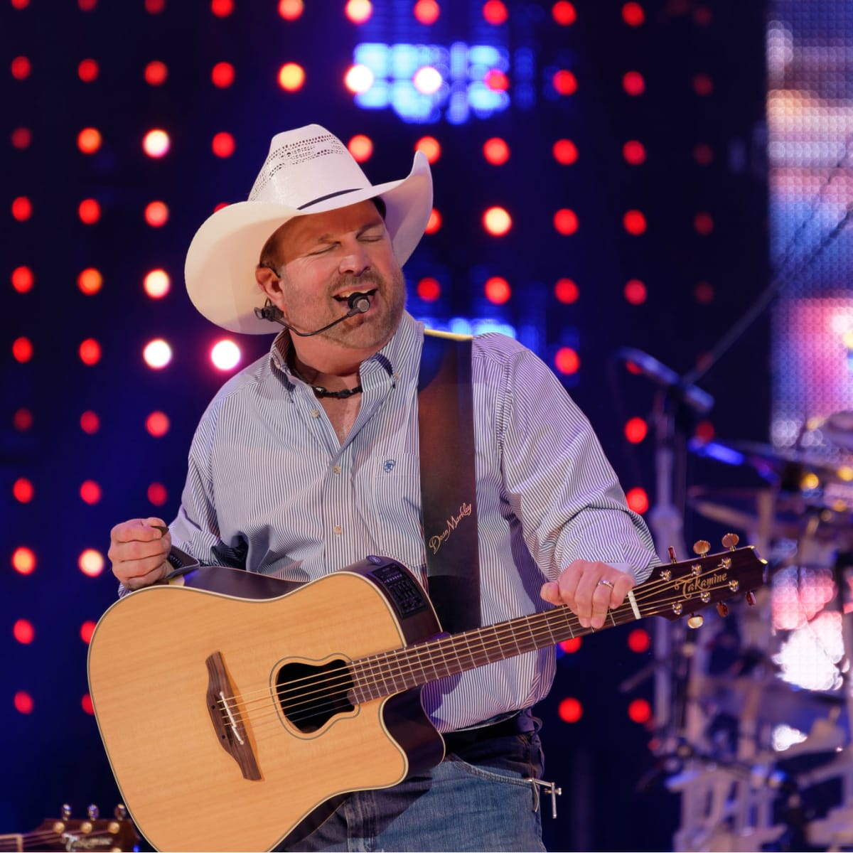 Garth Brooks opening night RodeoHouston eyes closed