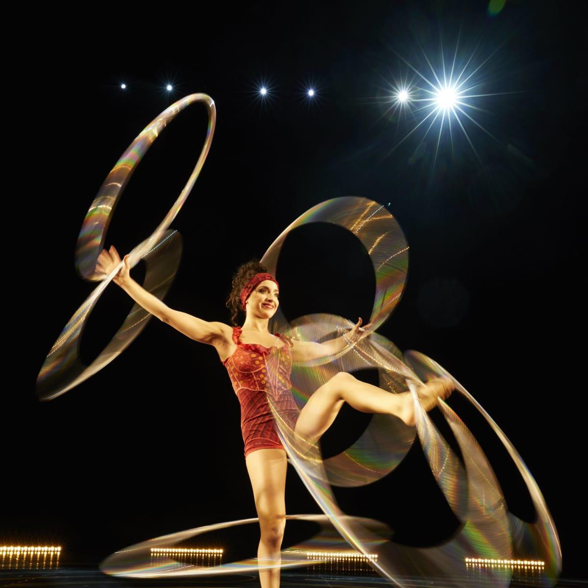 Cirque du Soleil - Corteo - hula hoop