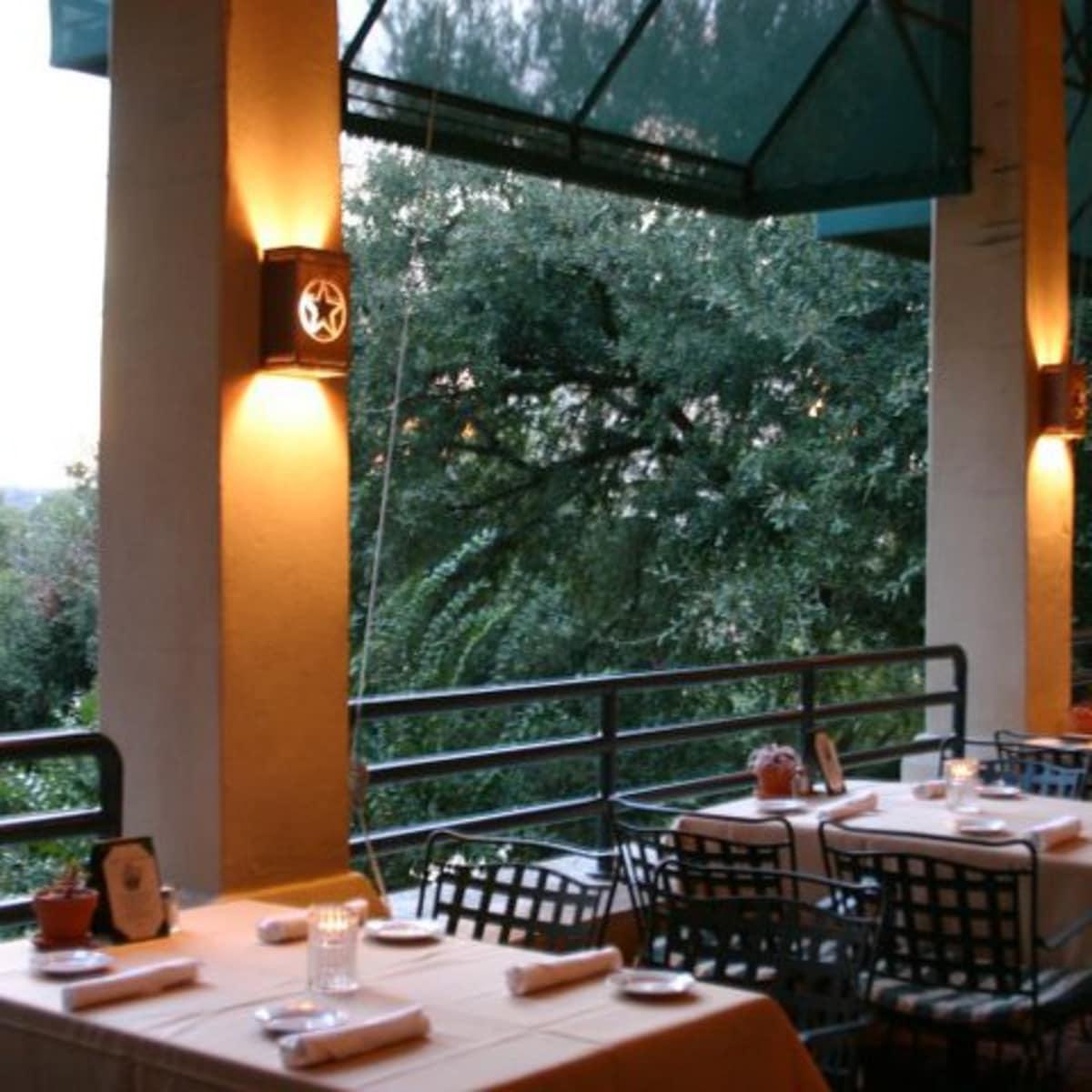 Austin Photo: Places_Food_shoreline_grill_exterior