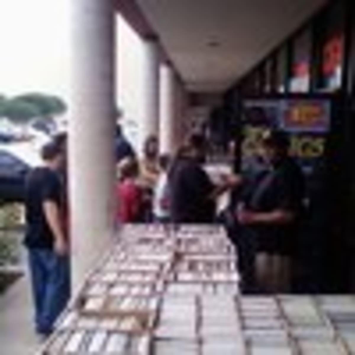 Austin Photo: Places_shopping_capstone_comics_exterior