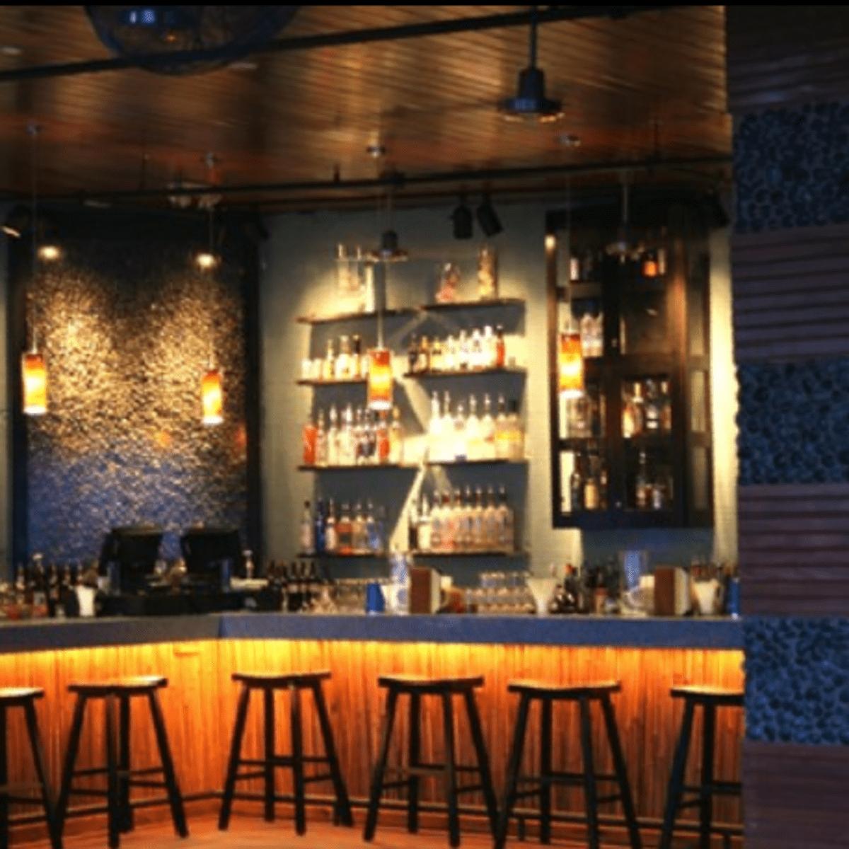 Austin Photo: Places_drinks_lanai_bar