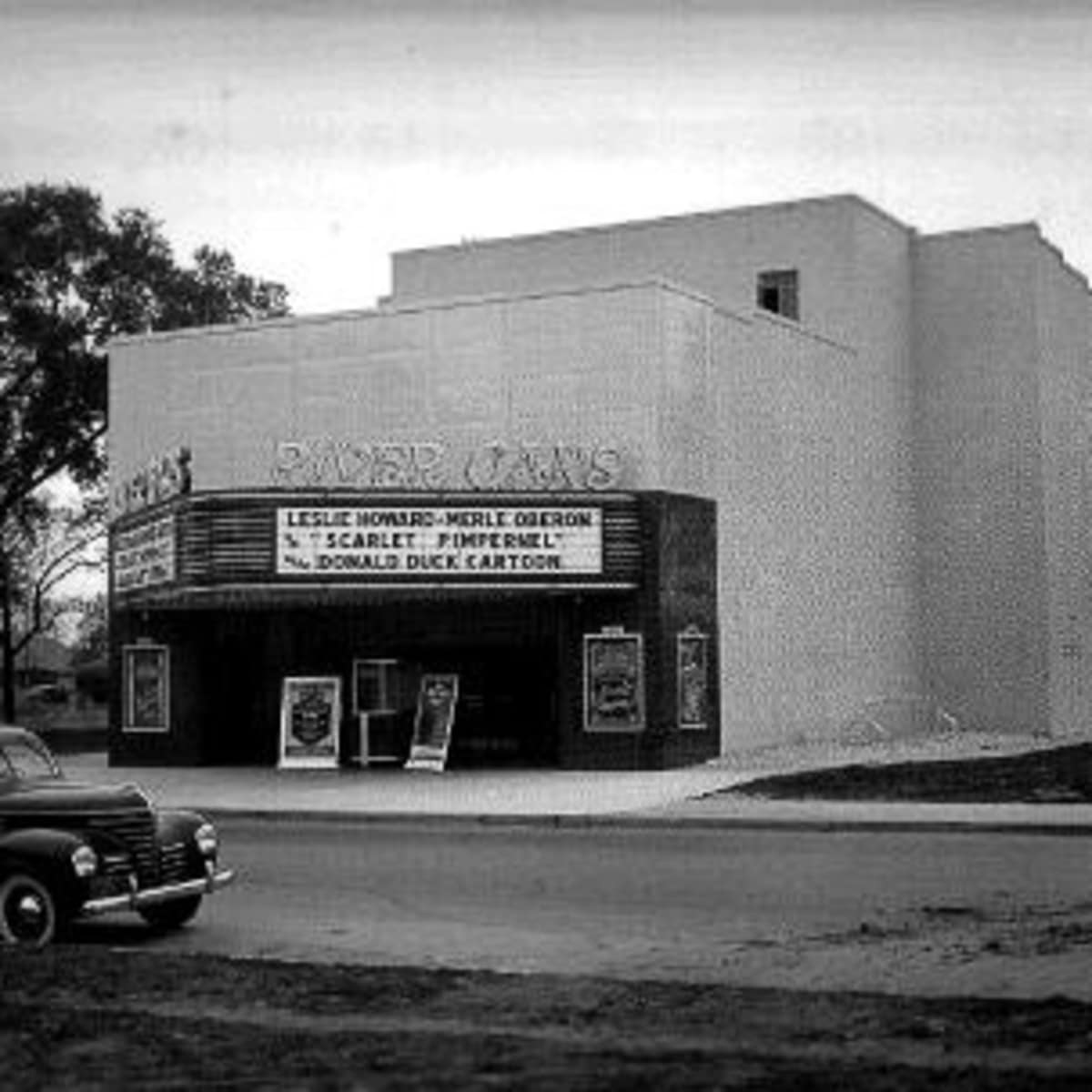News_River Oaks Theatre_archival image