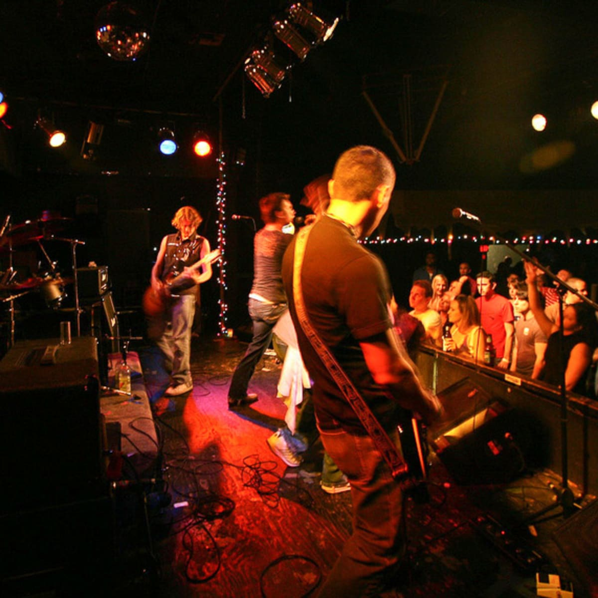 News_Fitzgerald's_bar_band