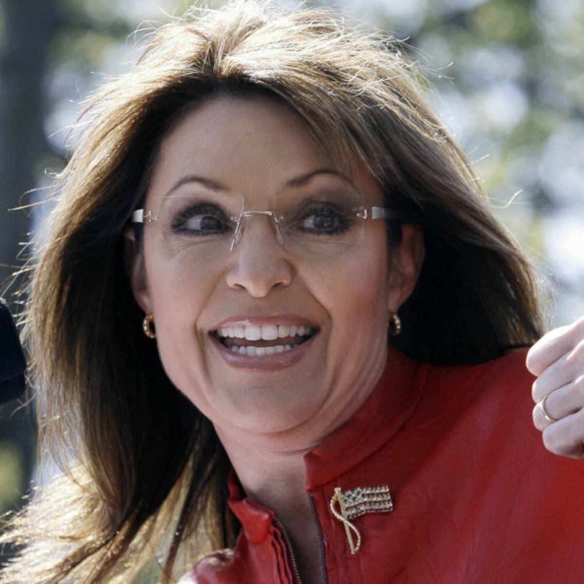 News_Sarah Palin_thumbs up_smiling