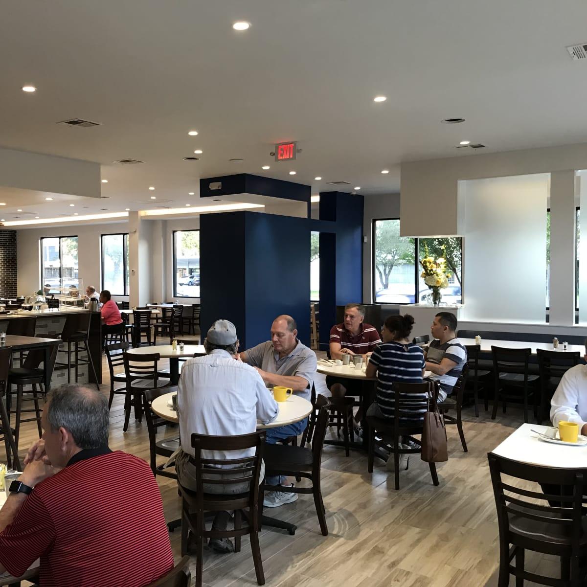 Harry's Restaurant dining room