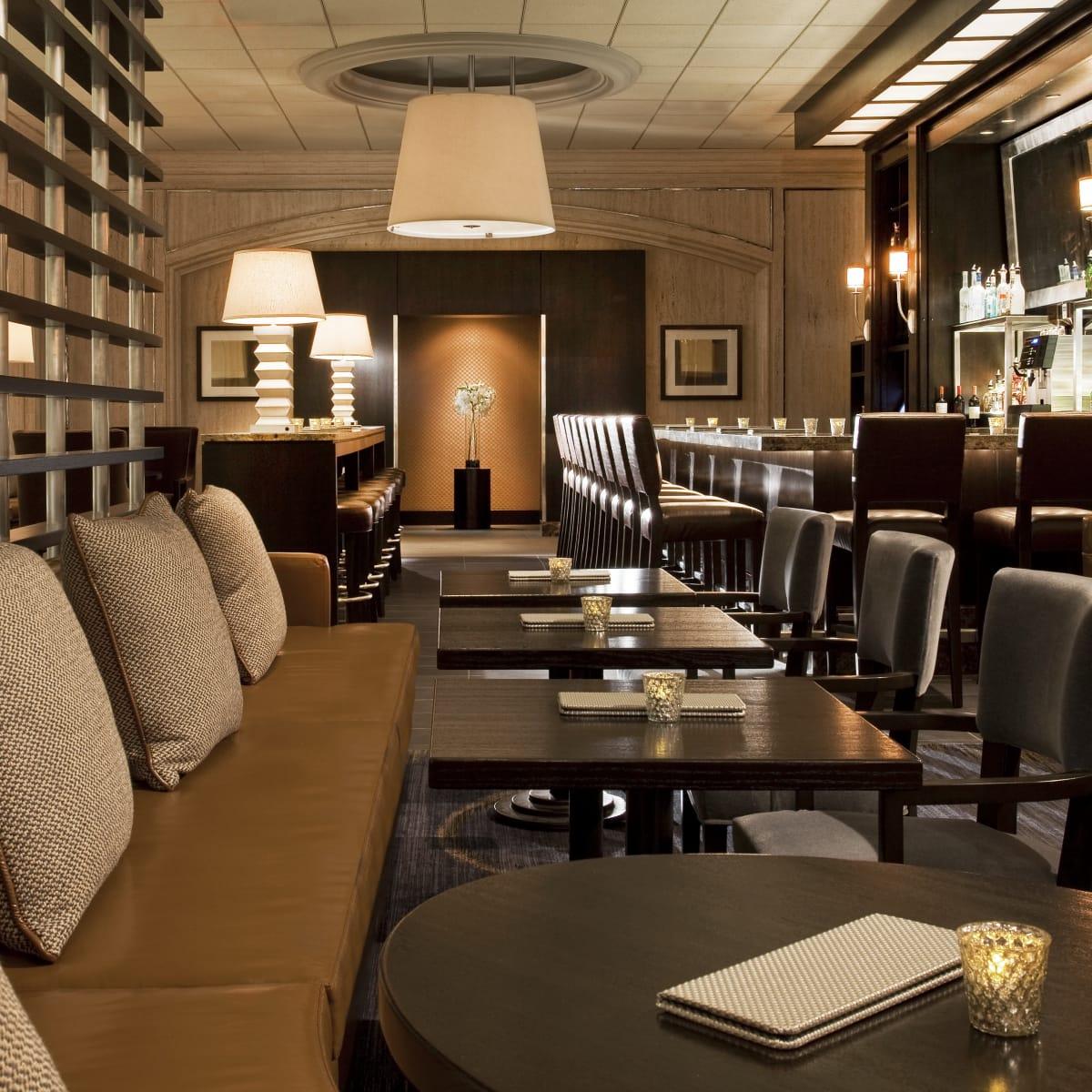 Westin Oaks Houston lobby bar