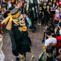 Dia de los Muertos: The Day of the Dead