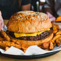 Fuddruckers hamburger