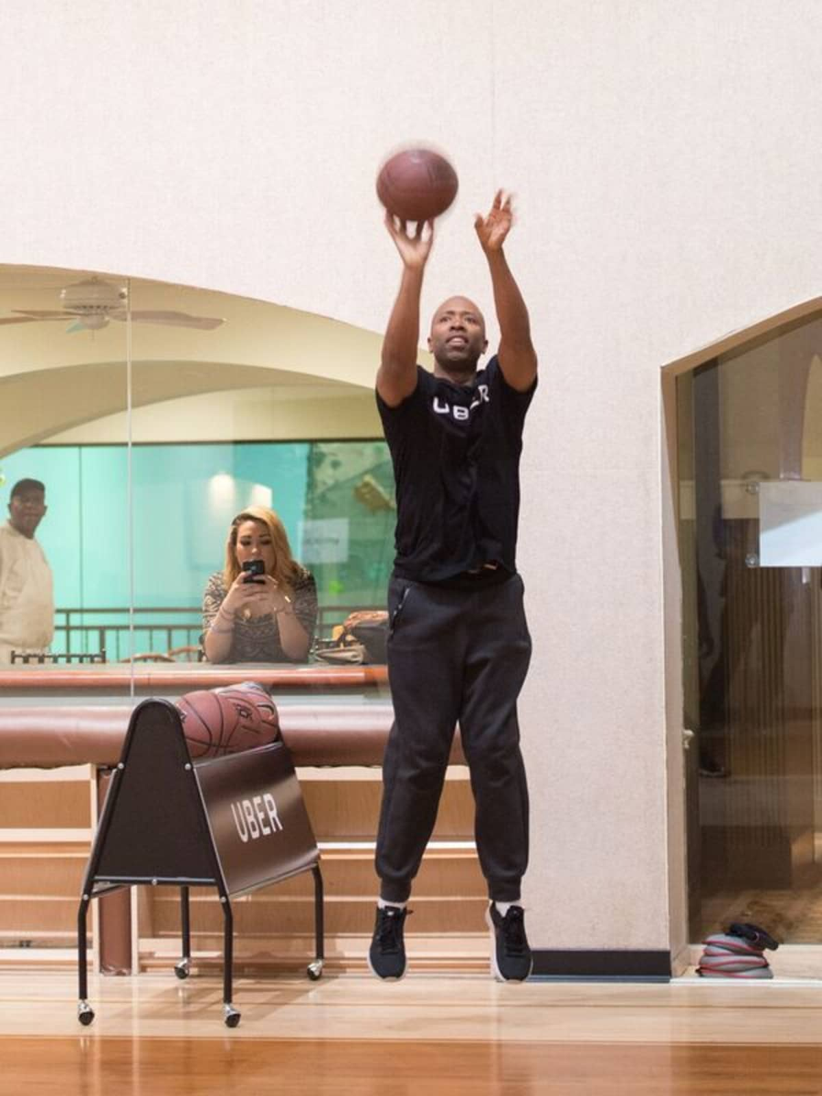 Kenny Smith at 3 point challenge at Houstonian