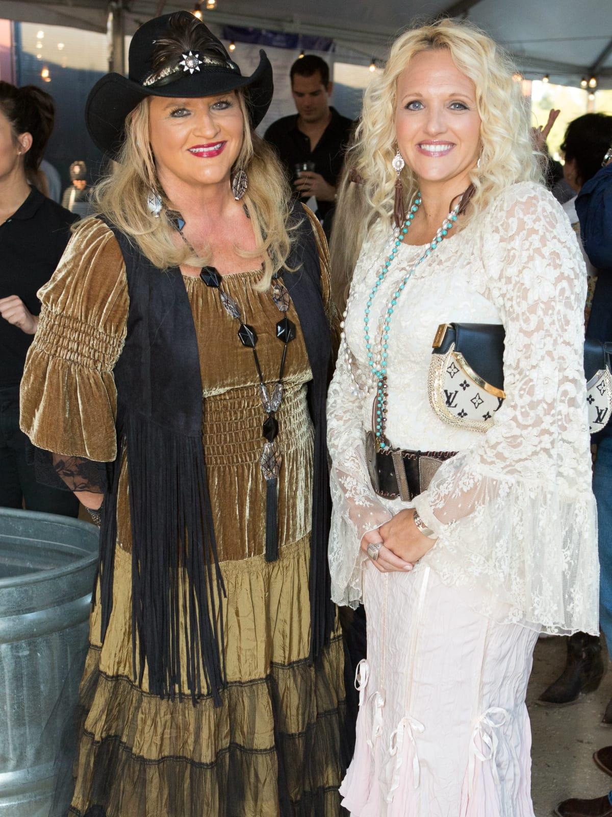 Judy Pogue, Amy Warren