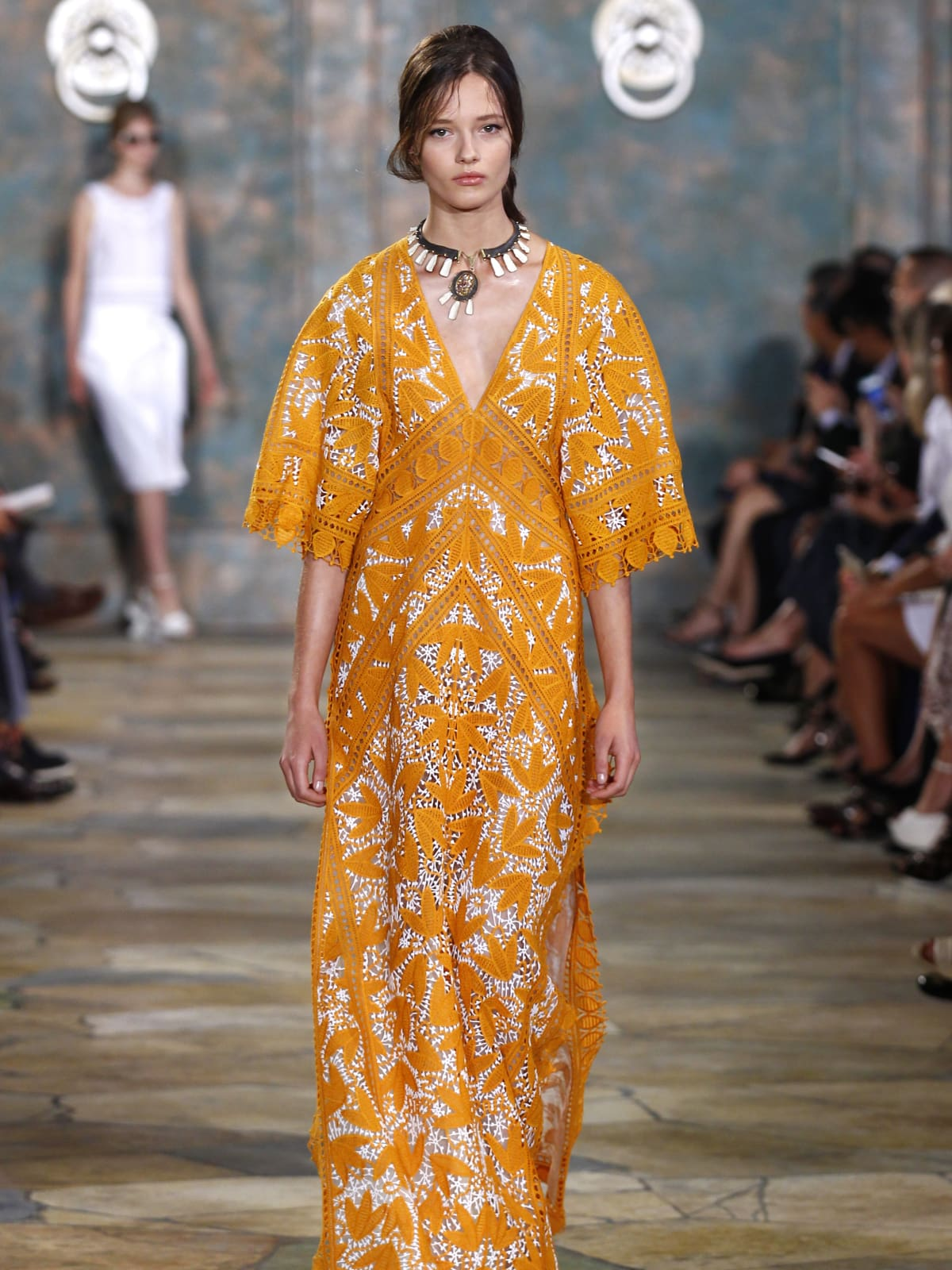 Tory Burch springs fashion surprises and a hot new gold accessory ...