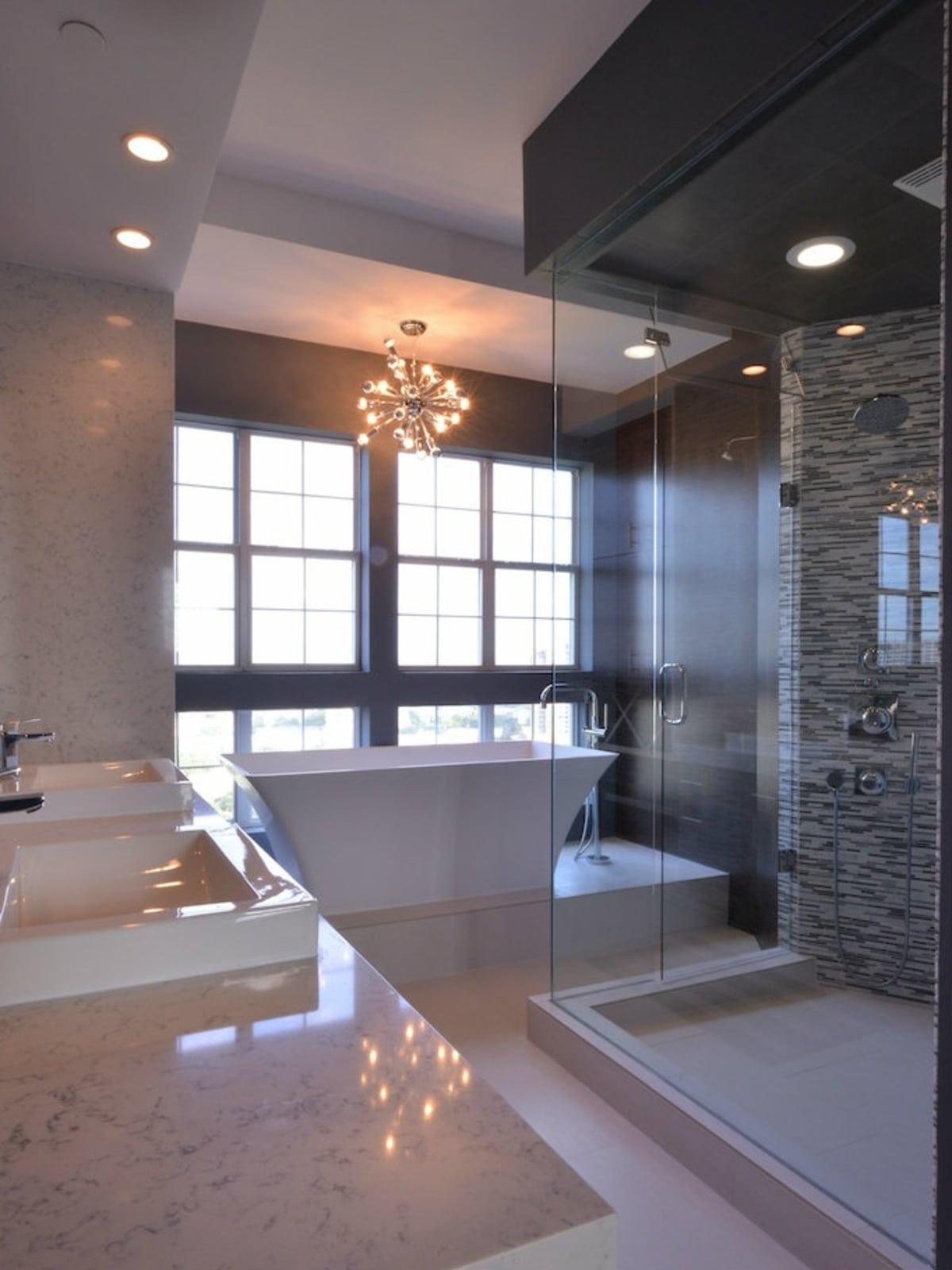 Porch.com master bathroom in Dallas