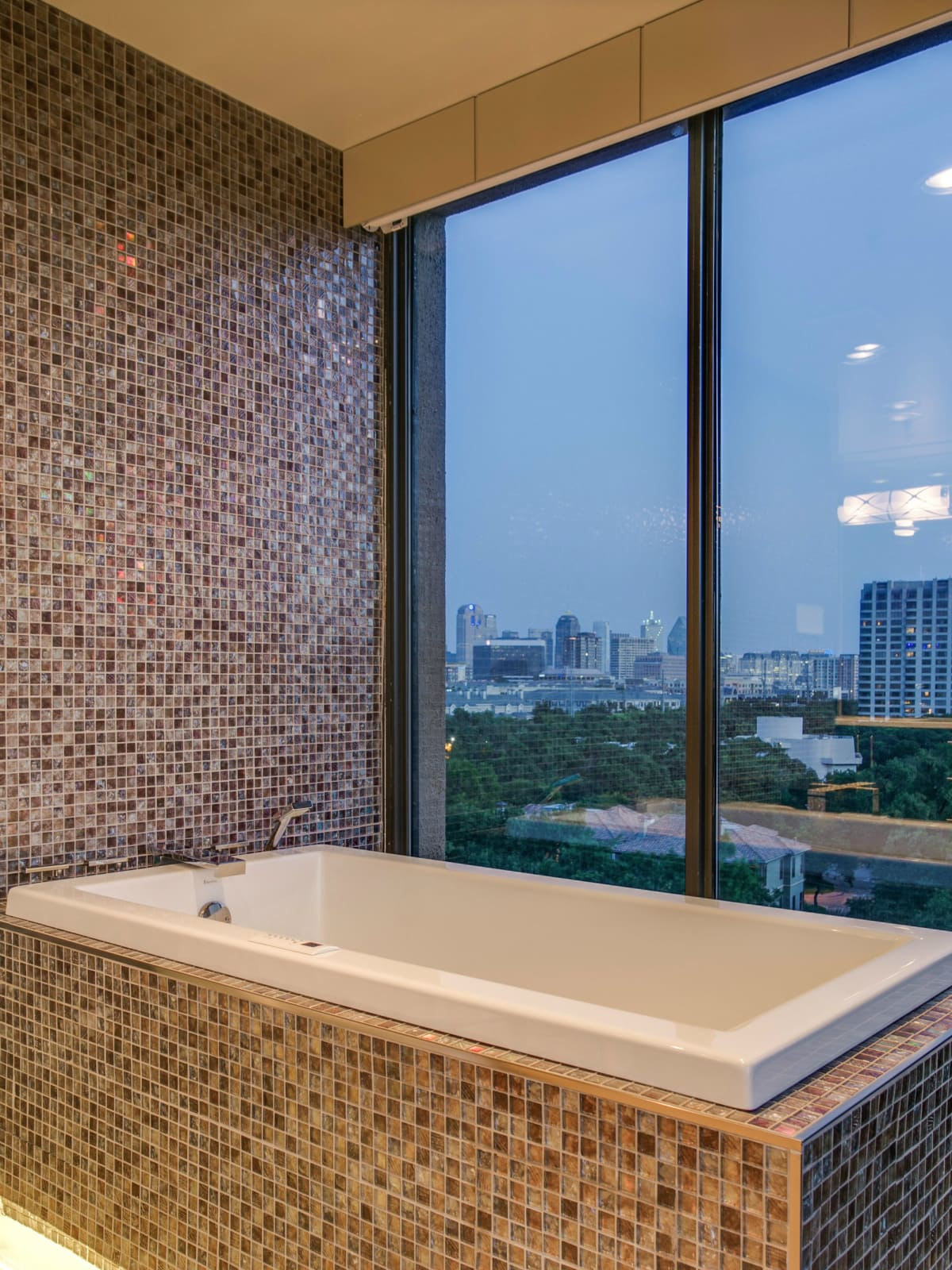 Tub at 3831 Turtle Creek Blvd. in Dallas