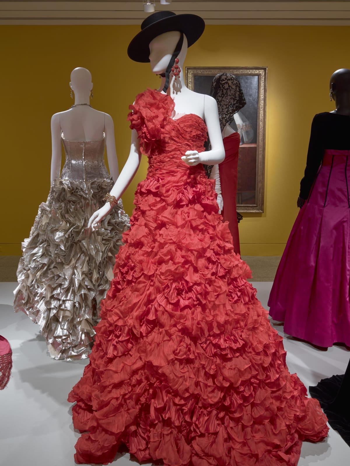 Oscar de la Renta MFAH exhibition Beyonce Knowles gown