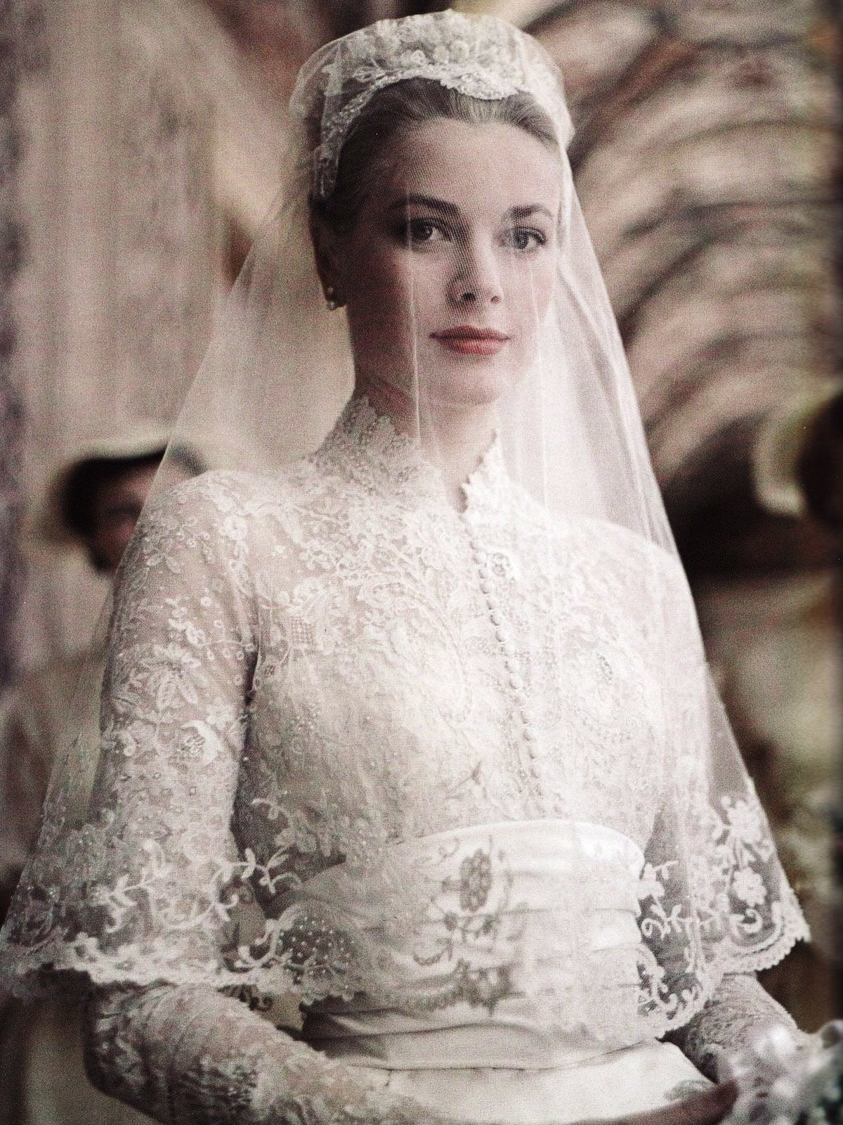 Kate Middleton\'s wedding gown draws comparisons to Princess Grace ...