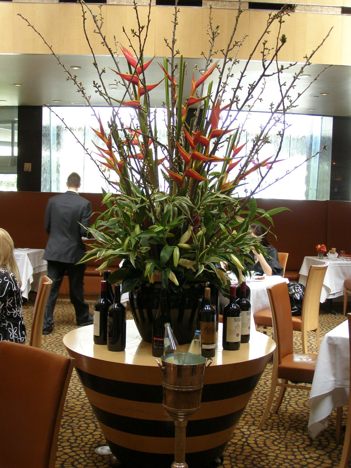 News_Tony's_restaurant_centerpiece_flowers