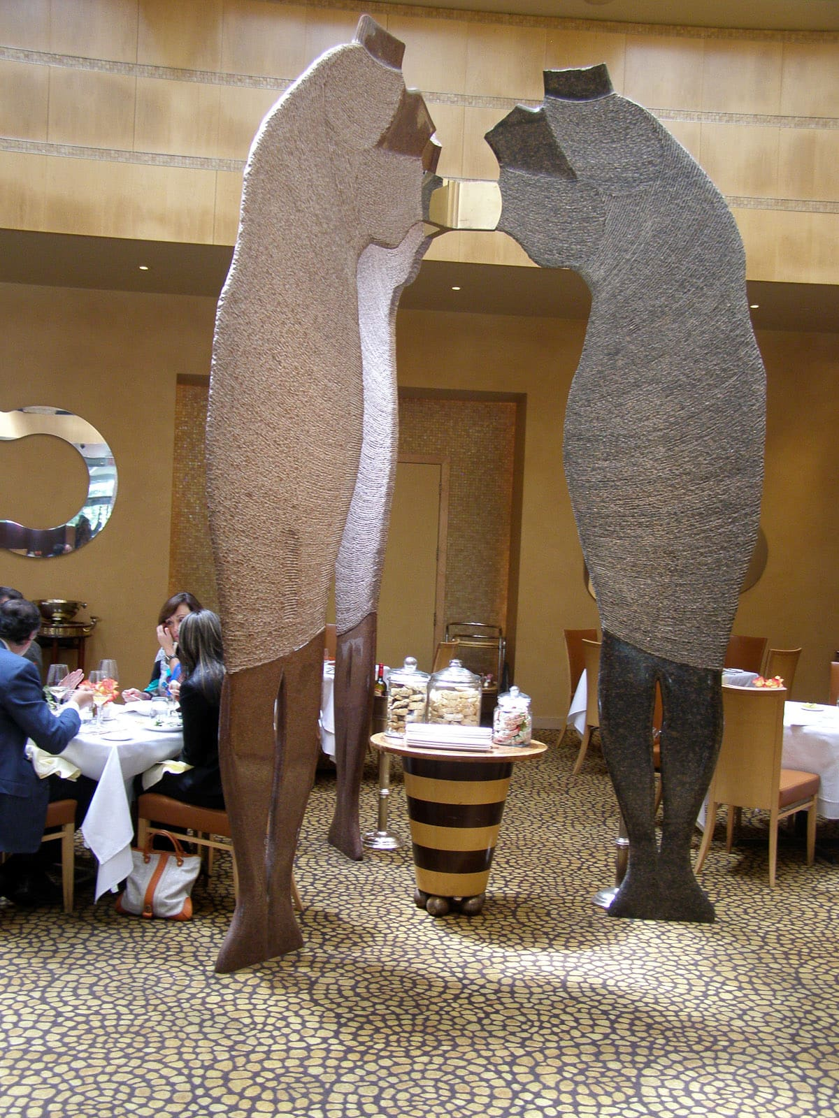 News_Tony's_restaurant_sculptures