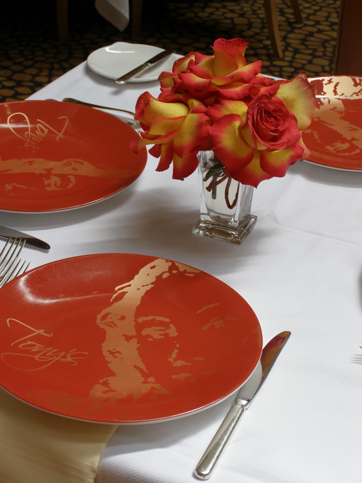 News_Tony's_restaurant_table setting