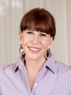 News-Staff-Shelby Hodge-columnist-head shot-mug