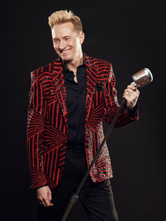 Michael Hix: Allow Me to Entertain You