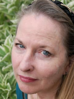 author and writer Katherine Durham Oldmixon headshot
