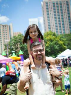 "Houston Family Magazine hosts ""Fun Fest"""