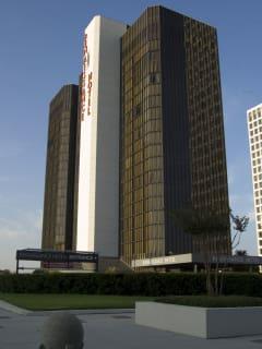Places-Hotels/Spas-Renaissance Hotel Houston-building-1