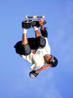 News_Tony Hawk_skateboard_sky