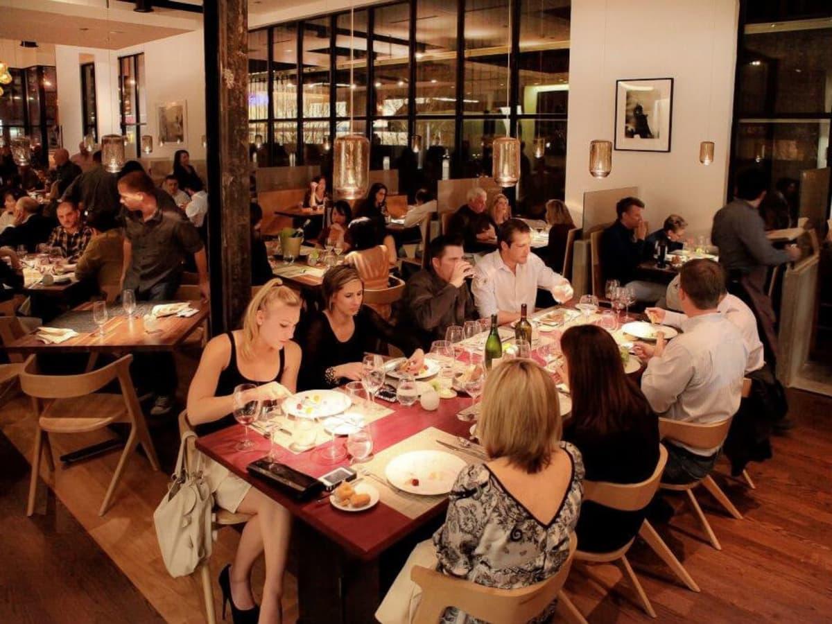 Dinner Crowd at Triniti Restaurant