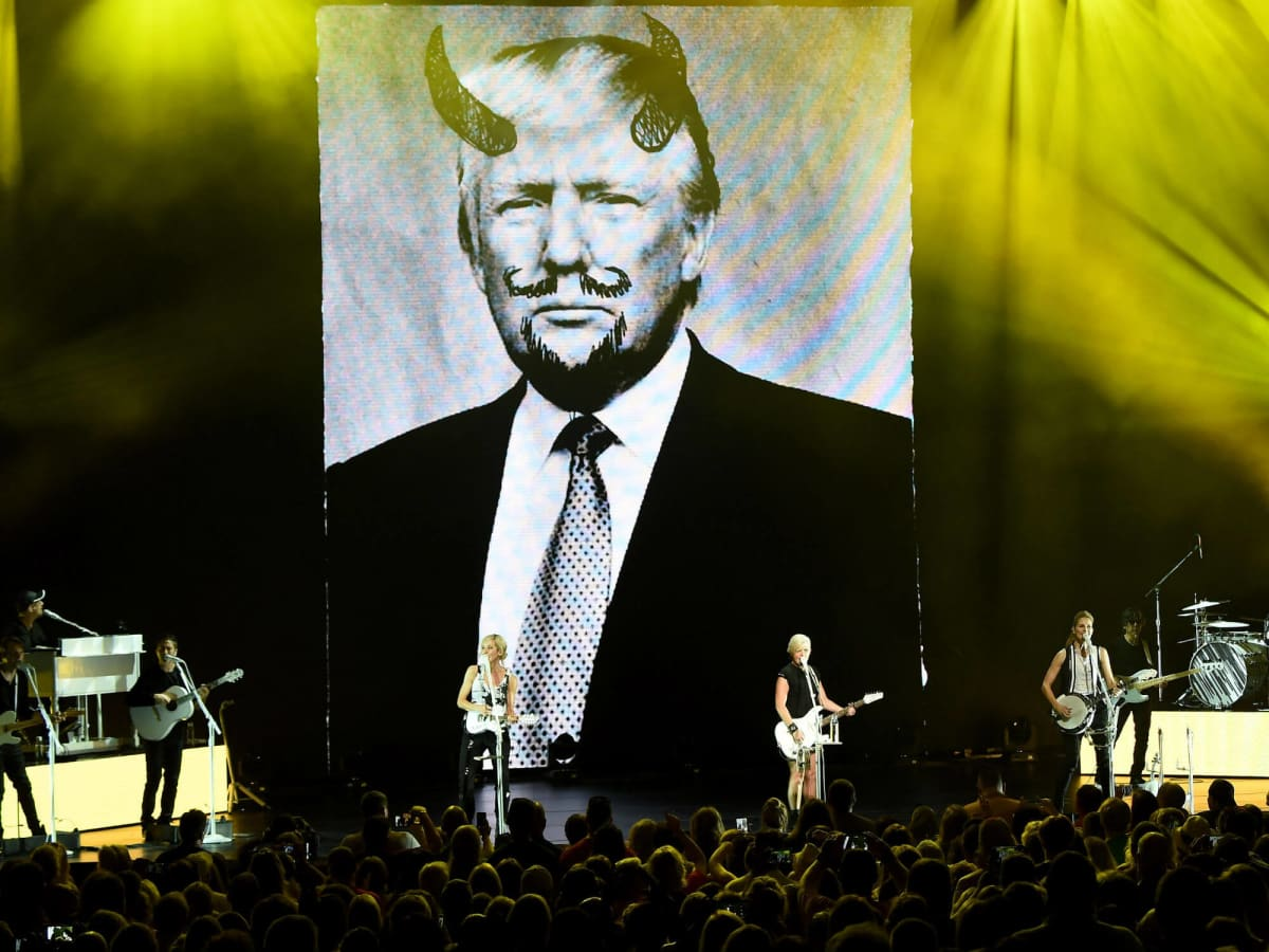 Picture of Donald Trump at Dixie Chicks concert