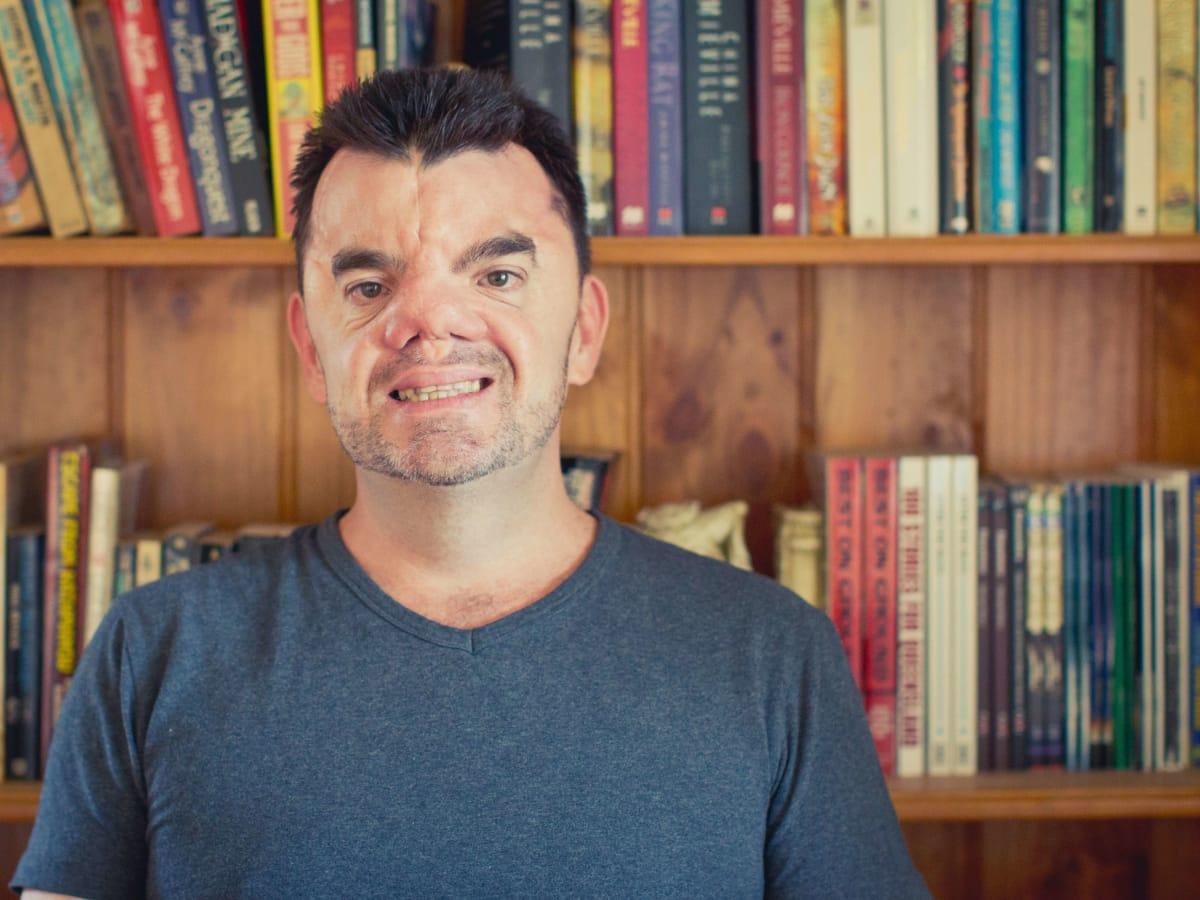 Author Robert Hoge