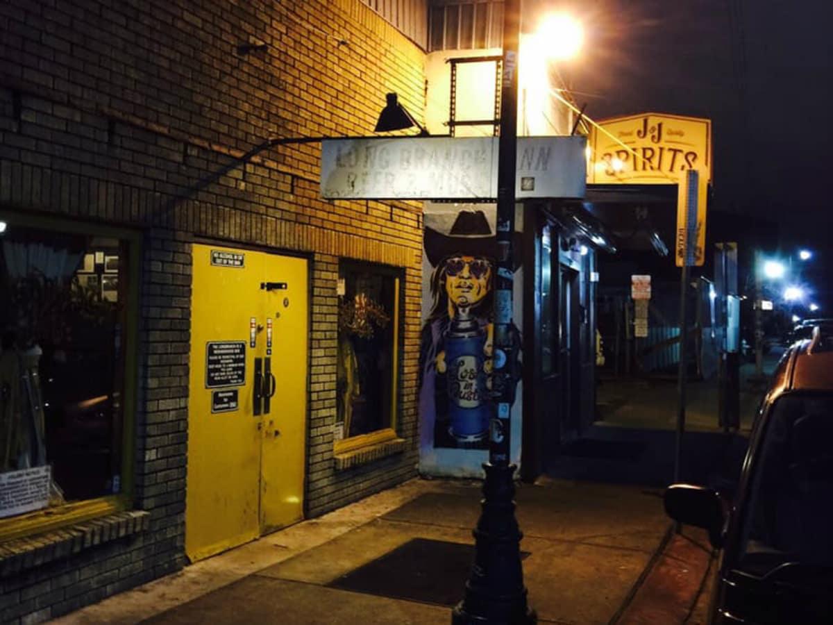 Longbranch Inn bar