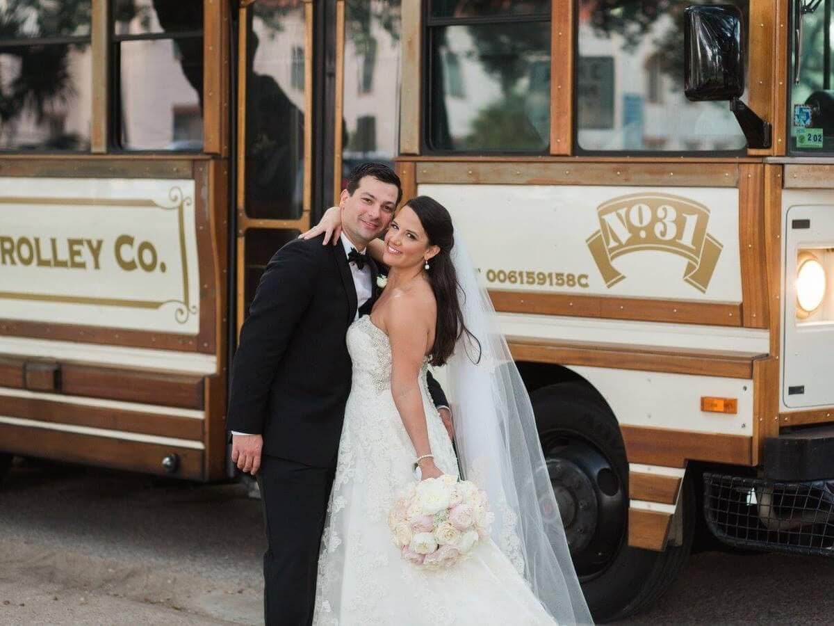 Couple lets good times roll at New Orleans-themed wedding in H-Town ...
