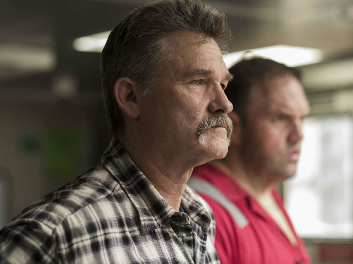 Kurt Russell and Ethan Suplee in Deepwater Horizon