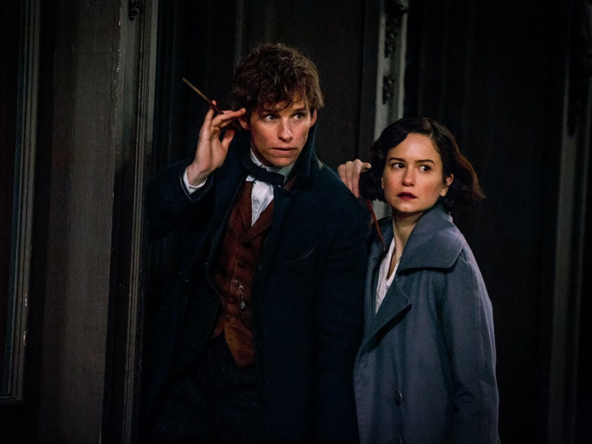 Eddie Redmayne and Katherine Waterston in Fantastic Beasts and Where to Find Them​
