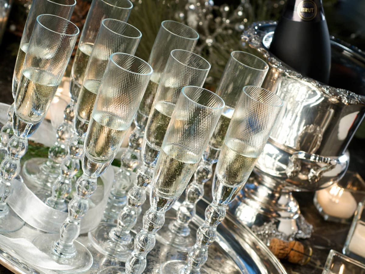 News_New Year's Eve_champagne