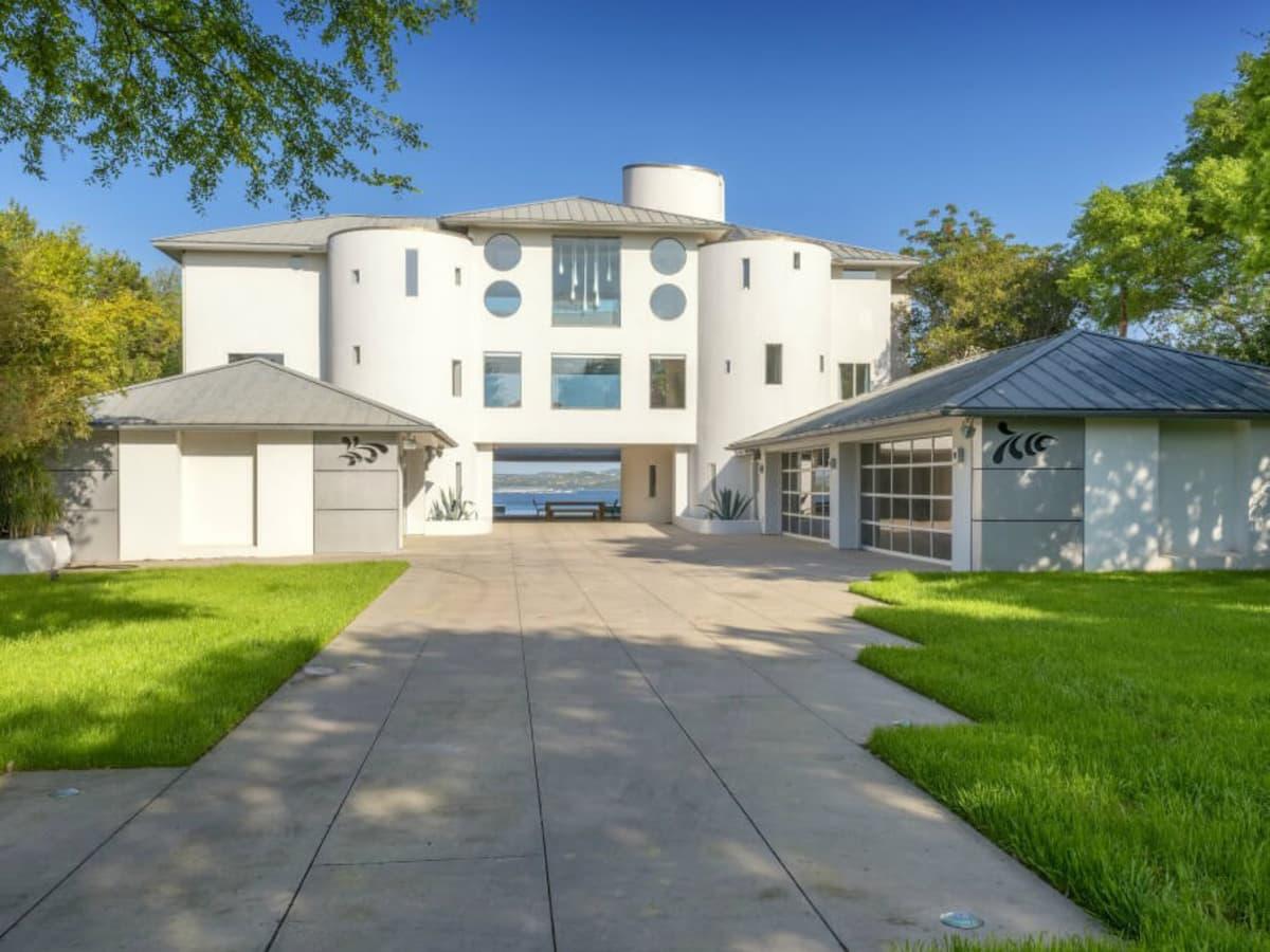Austin house home Acqua Villa Winn Wittman Lake Travis 14515 Ridgetop Terrace 78732 exterior front