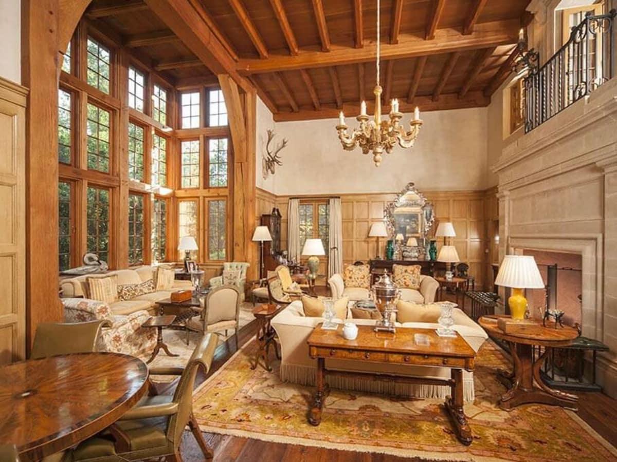 3688 WIllowick Houston living room