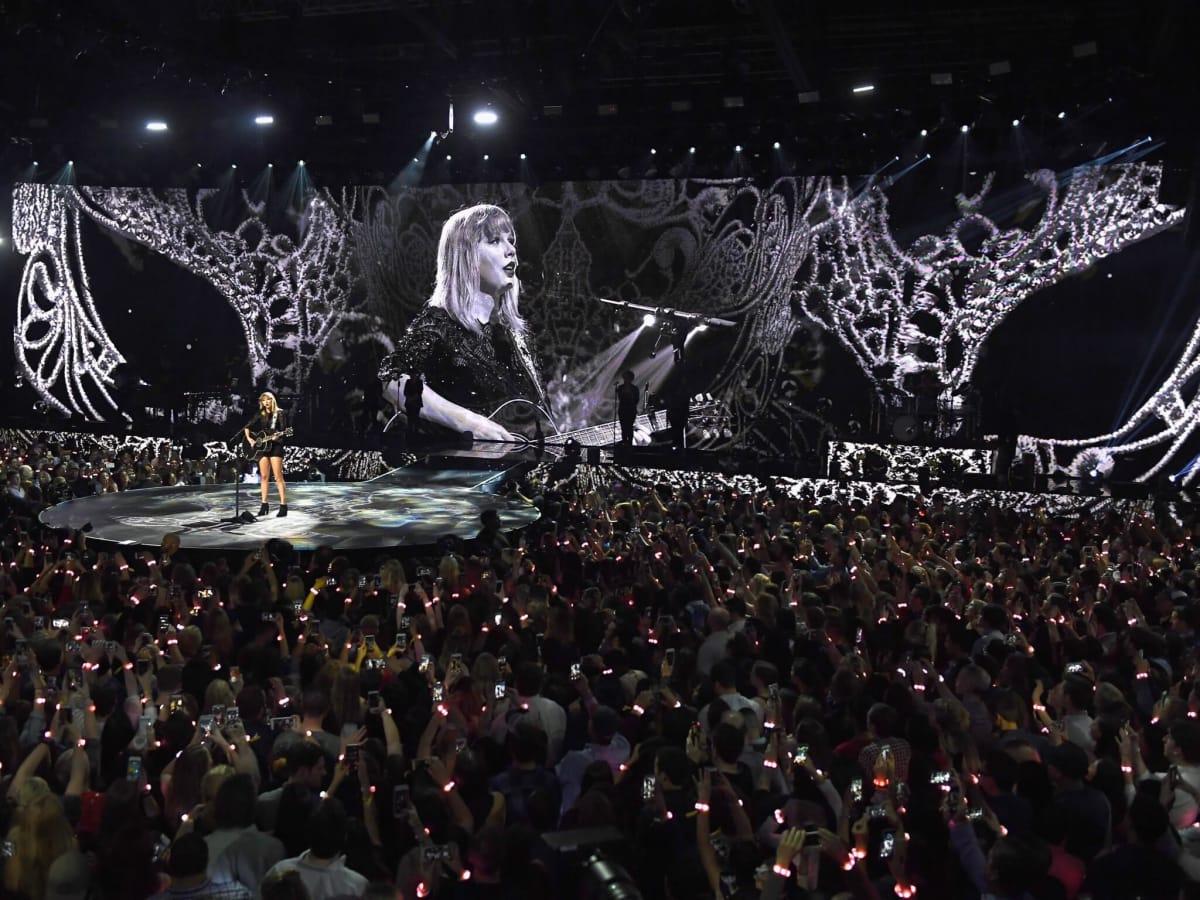 Taylor Swift at Club Nomadic