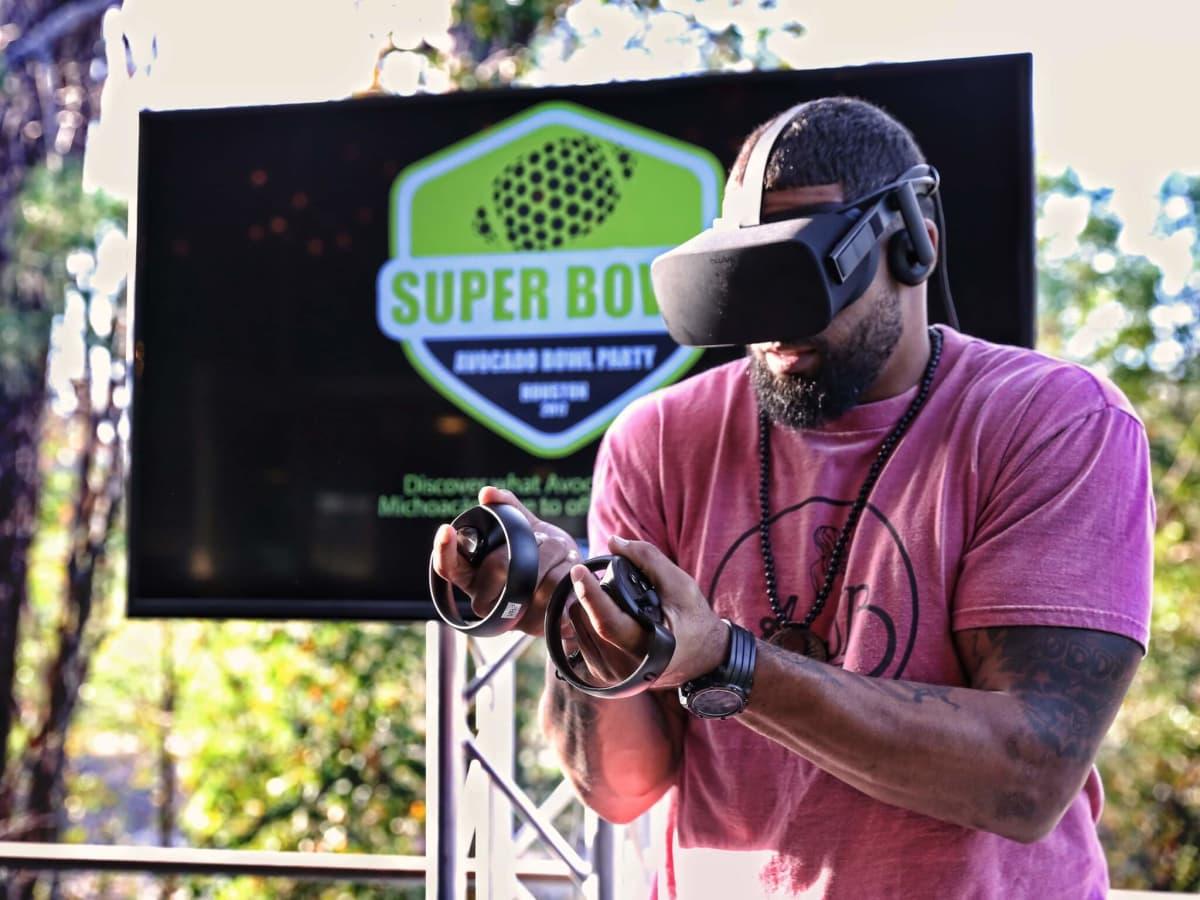Arian Foster play virtual reality game at Avocado Bowl